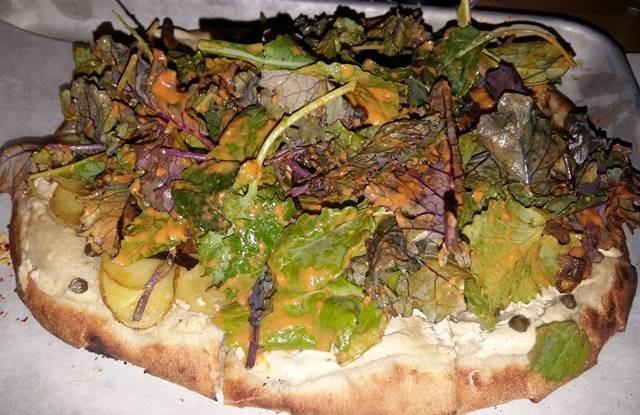 crema di mandorle, patate, funghi shitake, formaggio vegetale ed erbe amare