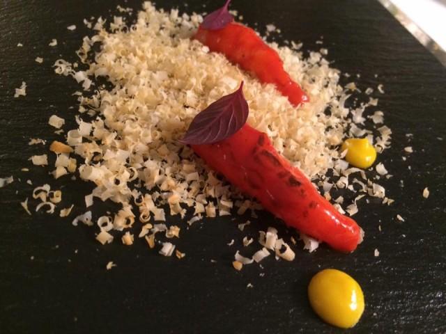 Indaco, gambero rosso, noce macadamia e agrumi