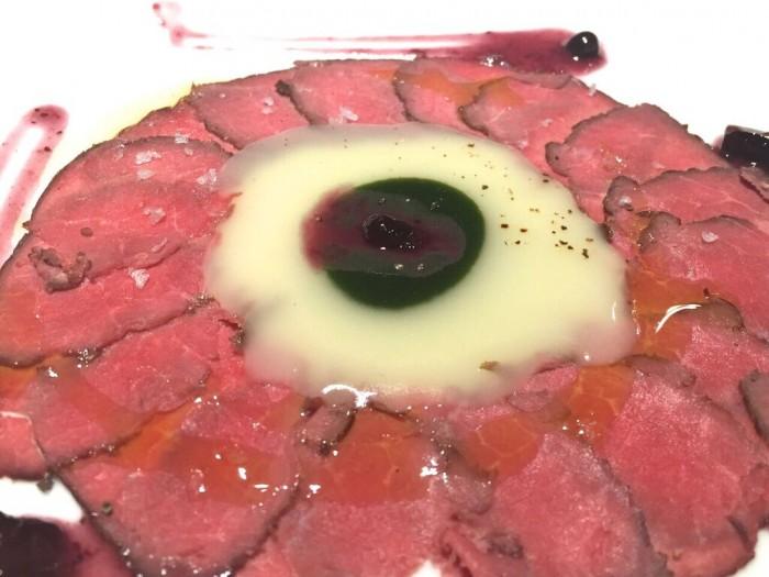 Cicoria e mirtilli, bufalo rose con patate all'olio