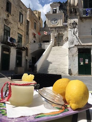 LA RISACCA- La granita al limone nel piccolo borgo di Atrani