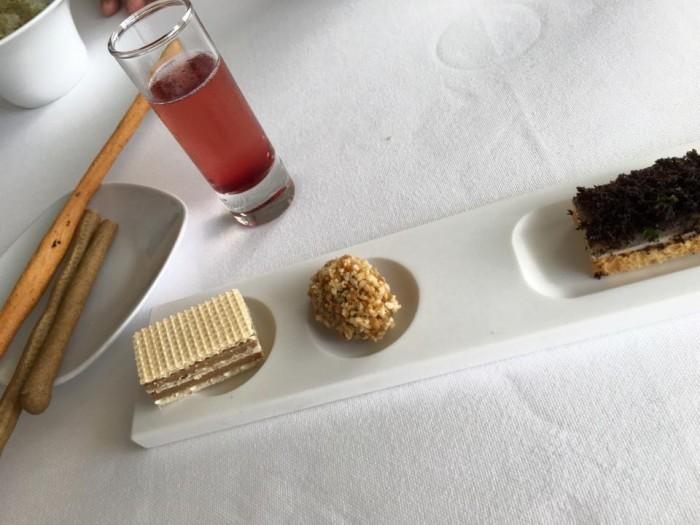 Uliassi, Wafer di foie gras, mandorla come oliva ascolana, letto di pesce crudo, burro e tartufo