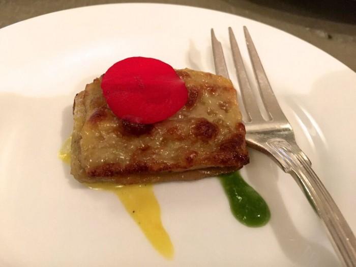 Tapas, Parmigiana di melanzane con pomodori gialli e zafferano, salsa tartara e salsa verde