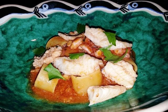 Mezzi paccheri con zuppa di pesce