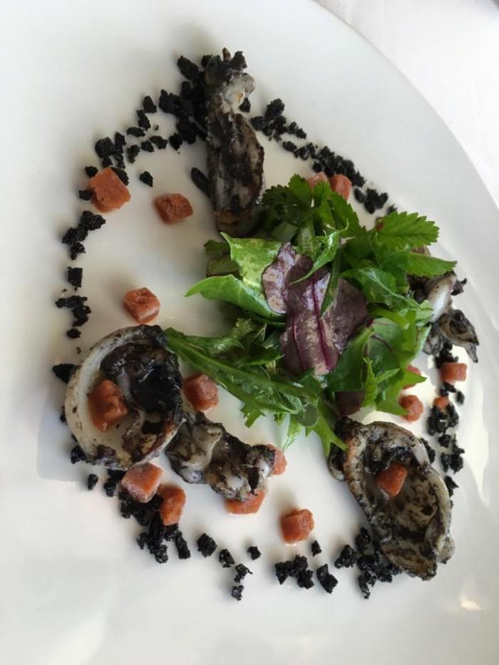 Uliassi, Seppie arrostite sporche e granita di ricci di mare con erette selvatiche