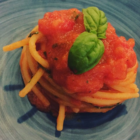 Bikini, spaghetti al pomodoro