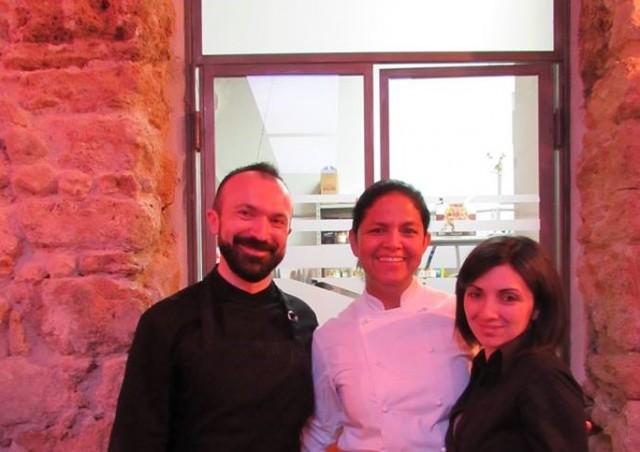 Adele ed Eliseo con la chef Beltran al centro