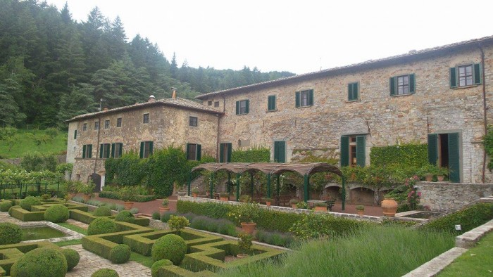 Badia a Coltibuono e il giardino al l'Italiana