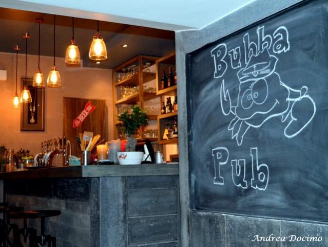 Bubba Pub a Pozzuoli. Gli interni del locale
