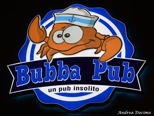 Bubba Pub a Pozzuoli. L'insegna del locale
