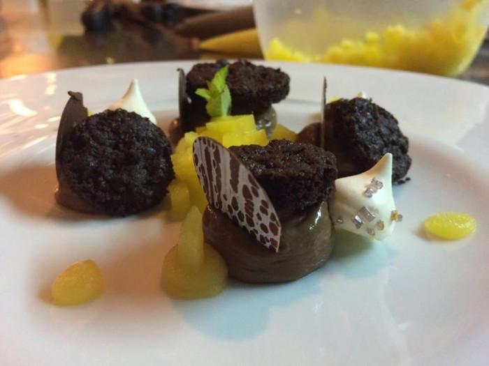 Cremoso al cioccolato con composta di mango