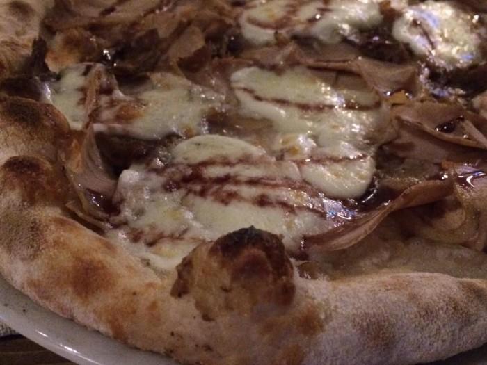Gazometro 38, la pizza con la porchetta di Ariccia