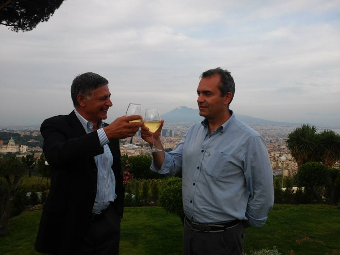 Il brindisi inaugurale con il sindaco De Magistris