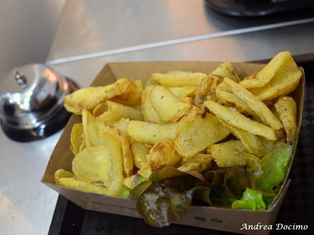 PUOK Burger Store al Vomero. Le patate fritte