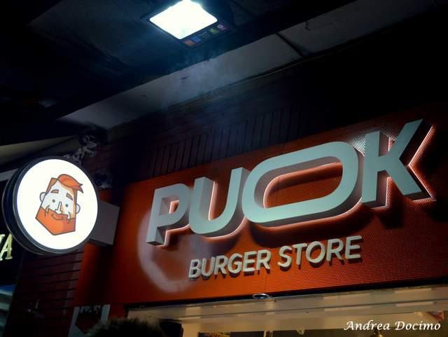 PUOK Burger Store al Vomero. L'insegna del locale