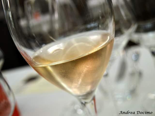Piazzetta Milu Chef Experience con Sposito. Il primo vino in abbinamento