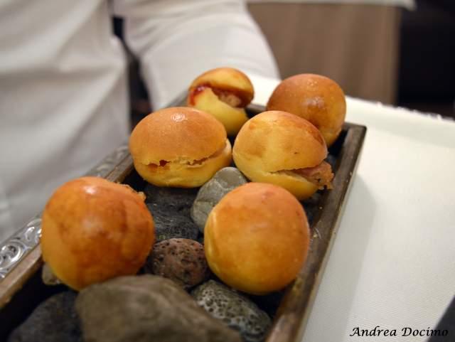 Piazzetta Milu Chef Experience con Sposito. Panino all'olio d'oliva con chutney di peperoni e lardo di nero casertano