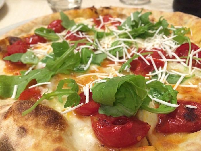 Pizzeria Vecchio Gazebo,  Pizza Deliziosa con pomodorini infornati, Bufala, Rucola e ricotta marzotica