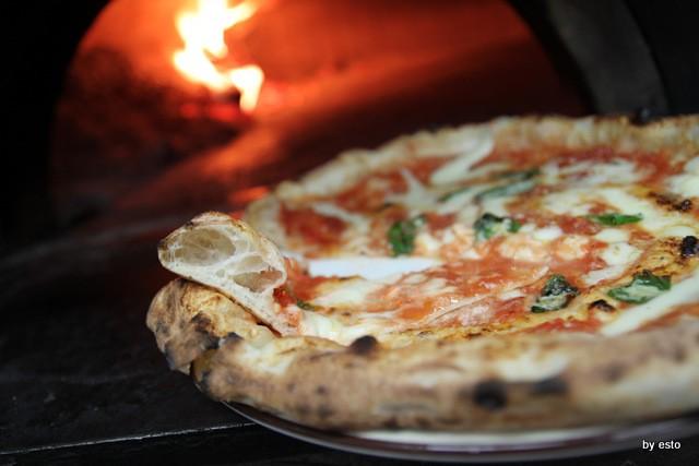 Pizzeria 18 Archi. Diego Vitagliano Pizza Margherita struttura