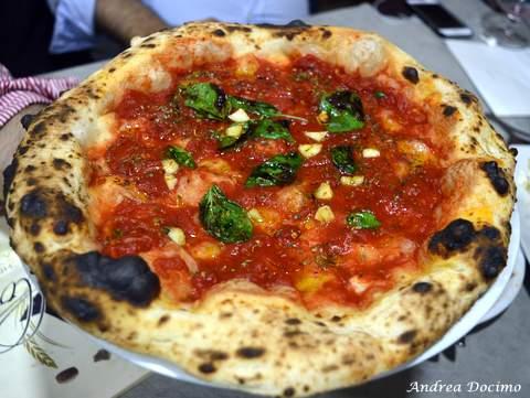 Pizzeria Da Lionello ad Orta di Atella. La marinara