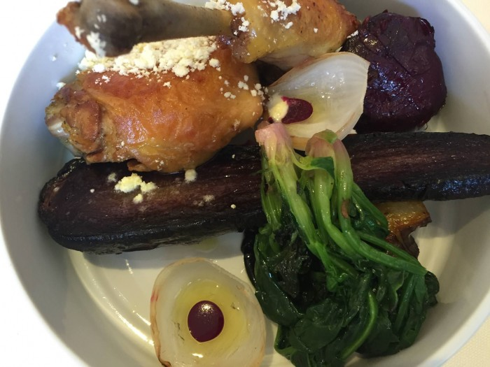 Tordomatto, pollo arrosto con radici affumicate e acetonella