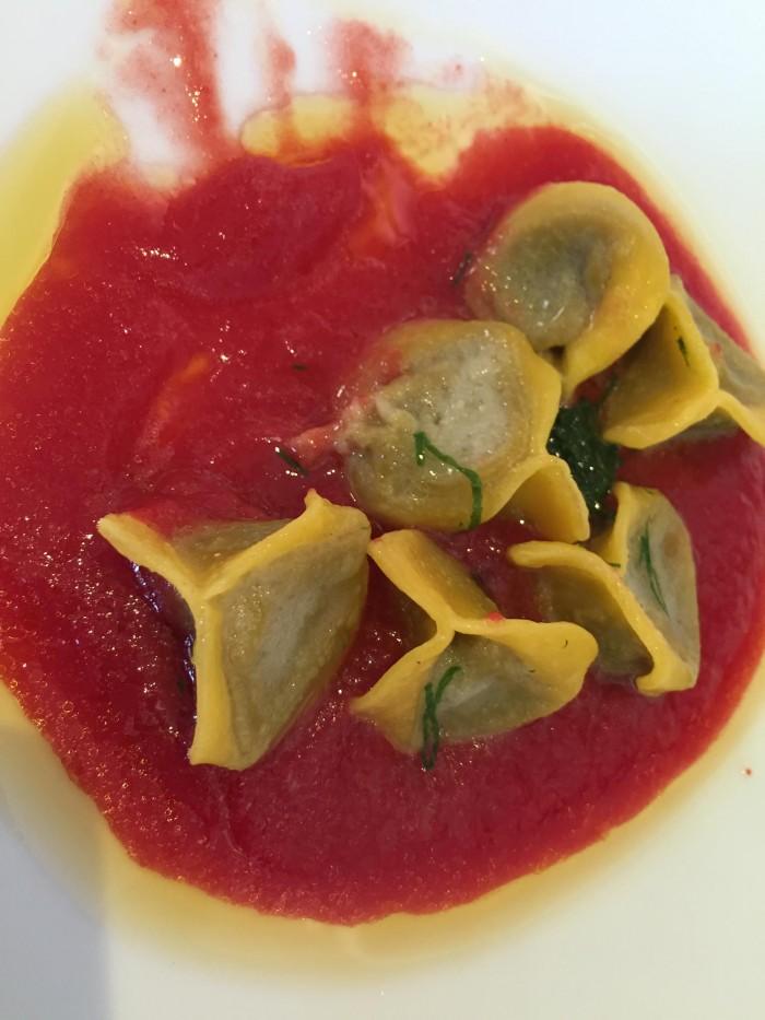 Tordomatto, ravioli pomodoro e basilico