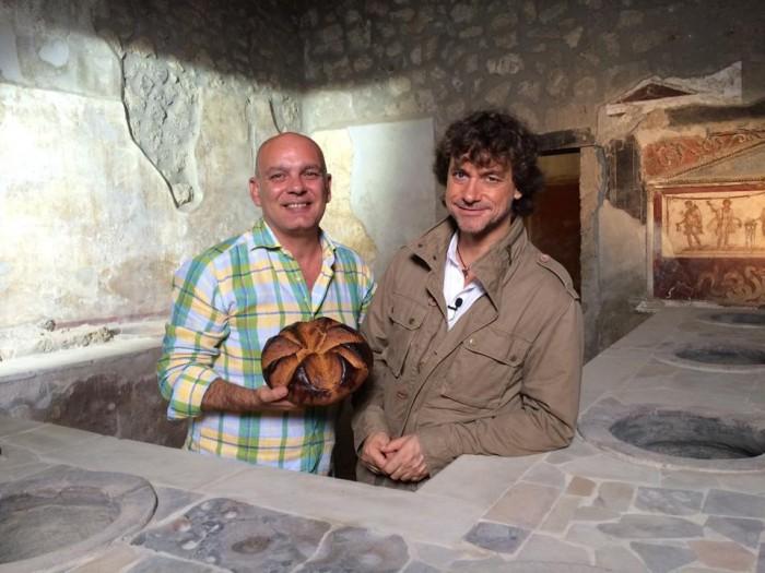 Carmelo con panis pompeii e Alberto Angela