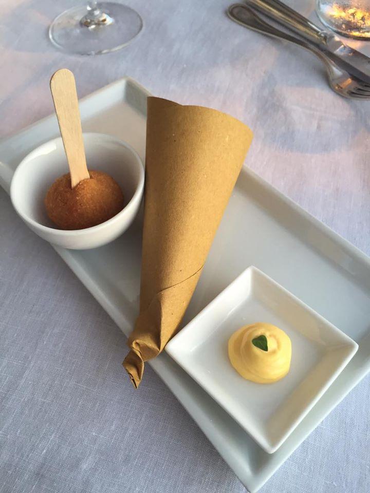 Il Benvenuto dello Chef  Polpettine di merluzzo, arancino Napoletano e maionese allo zenzero