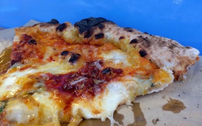 Sud Italia, mozzarella di bufala, cipolle e nduja