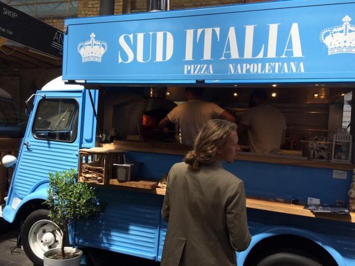 Sud Italia, il furgoncino al mercato