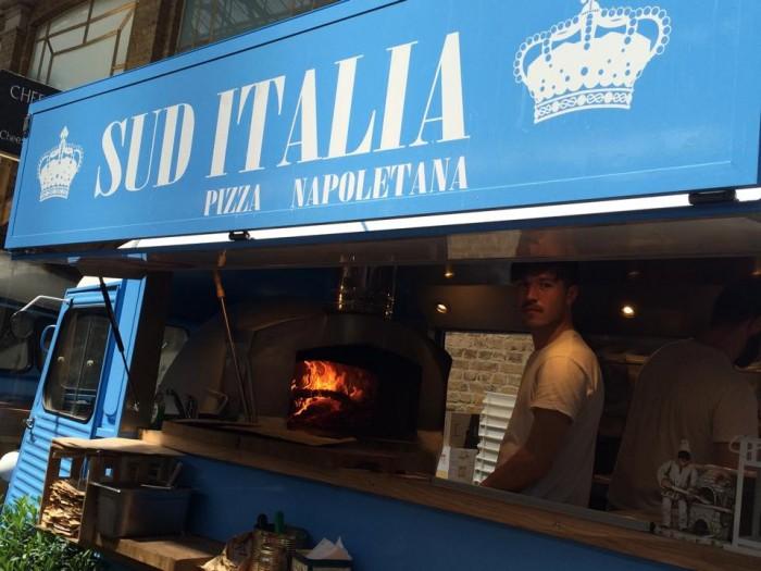 Sud Italia, il furgoncino col forno a legna