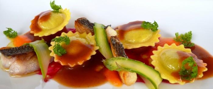 Ravioli alla ventricina su cremoso al pomodoro e zenzero con salsa di orata