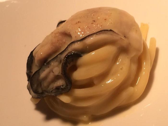 Reale di Niko Romito, linguina fredda, ostriche e patate