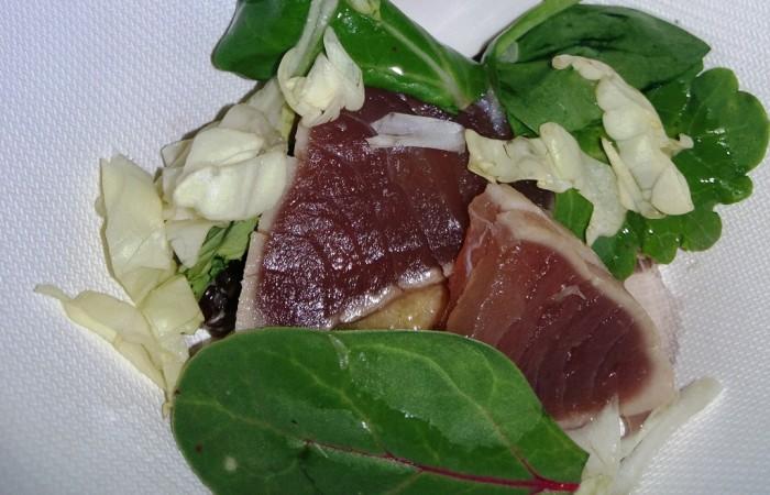 Moreno Cedroni  Tataki di tonno con brodo di lamponi e pepe rosa
