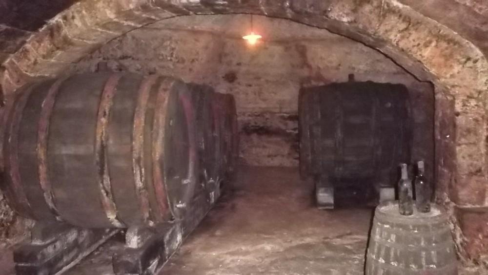 Azienda Duca Carlo Guarini Vecchie botti conservate nell'ipogeo