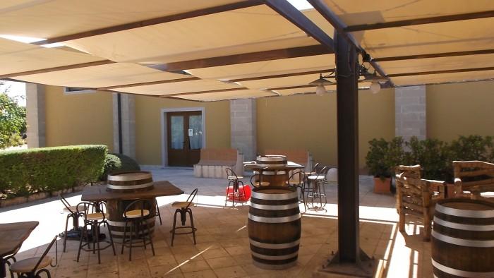 Cantina Coppola Ingresso e sala degustazione all'aperto