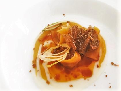 Don Alfonso dal 1890-Cappelli di pasca fresca ripieni di stracotto di maiale, salsa amatriciana di pomodoro giallo, parmigiano e tartufo nero