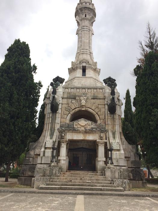 Il Faro, monumento eretto nel 1932 ad esaltazione del fascismo e dei suoi caduti