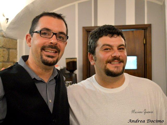 Il Foro dei Baroni a Puglianello. Il maitre di sala Vincenzo Esposito ed il pizzaiuolo Mariano Guarnieri