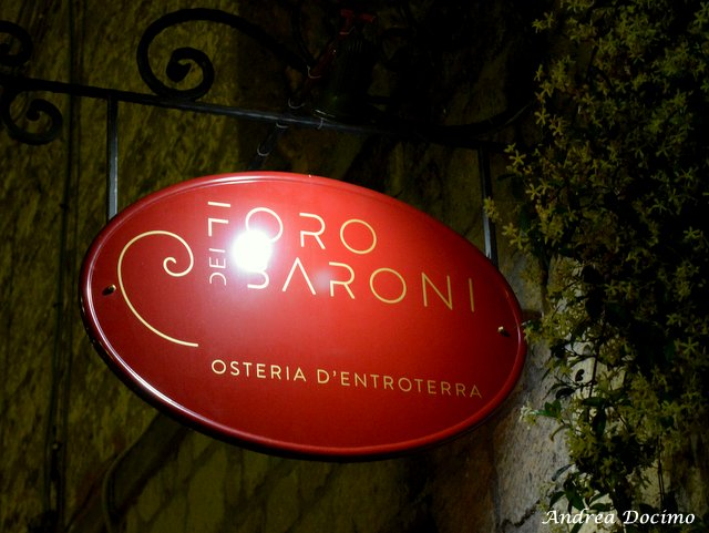 Il Foro dei Baroni a Puglianello. L'insegna del locale