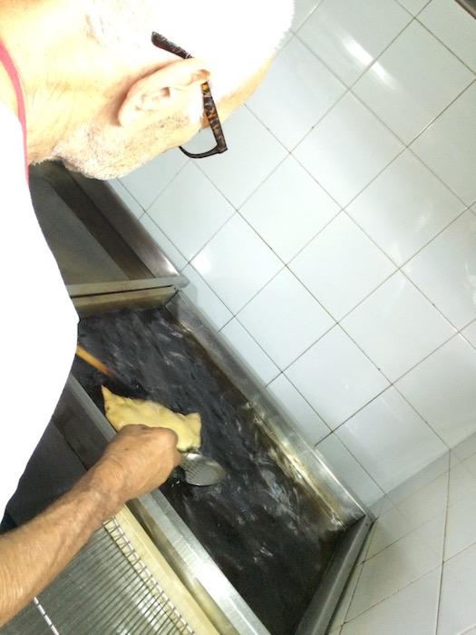 Il Grottino, Alfredo mentre frigge