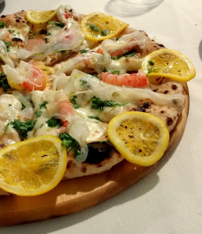 Pizzeria Daniele, Impasto con limone guarniti con gamberi di Mazzara