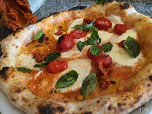 Pizzeria Franco la pizza margherita col piennolo e nduja