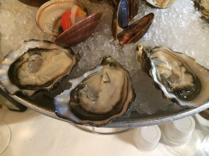 Ristorante Molinett, assortimento di ostriche e frutti di mare