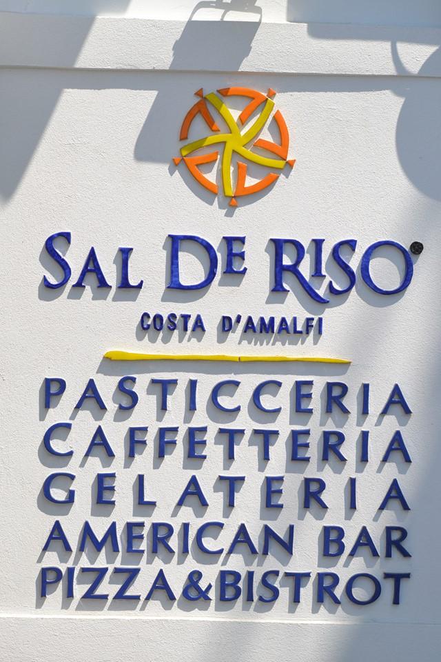 SAL DE RISO, L'insegna