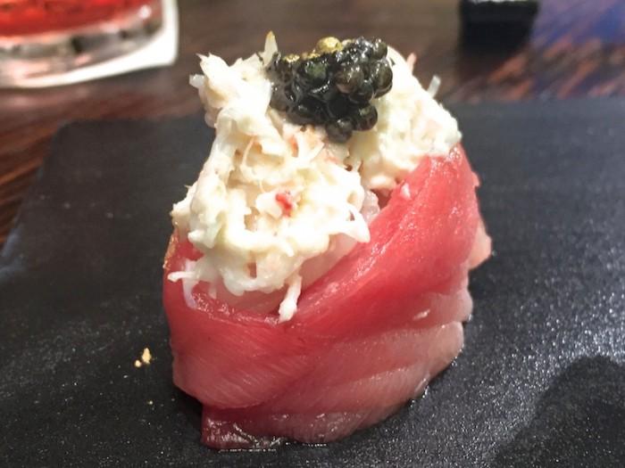 Sushi B, Aperitivo Gunkan di Tonno di Sicilia con insalata di granchio e caviale Calvisius