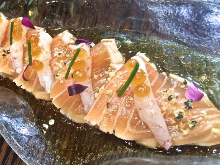 Sushi B, Tataki di salmone con amaebi e mandorle croccanti con dressing