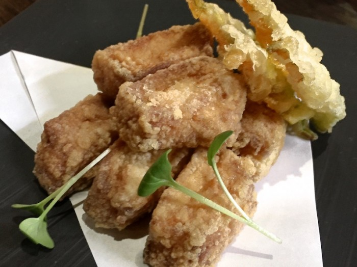 Sushi B, Morone Karaage con tempura di fiori di zucca e salsa ponzu
