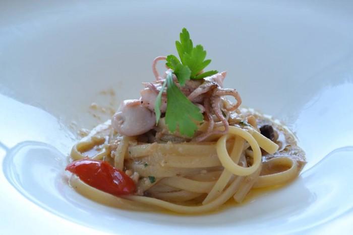 TORRE NORMANNA - Linguina con olive verdi, datterino, moscardini e nocciole di Giffoni