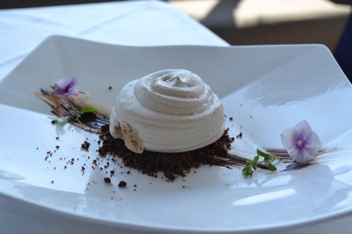 TORRE NORMANNA - NUVOLA - Meringa al caffè ripiena di mascarpone su crumble salato