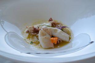 TORRE NORMANNA - Calamaretti scottati con salsa al pomodorino giallo e cetrioli all'agro